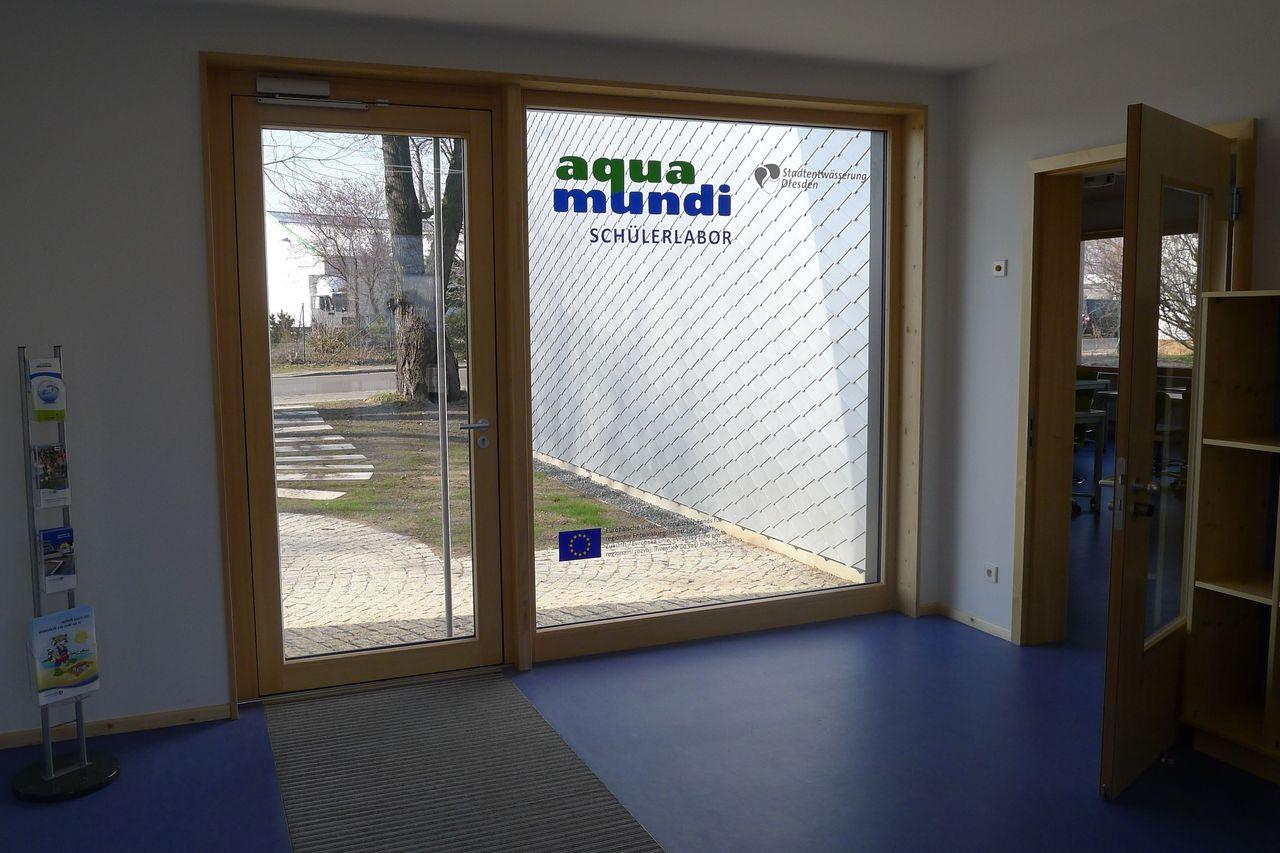 Foyer mit Blick zum Haupteingang